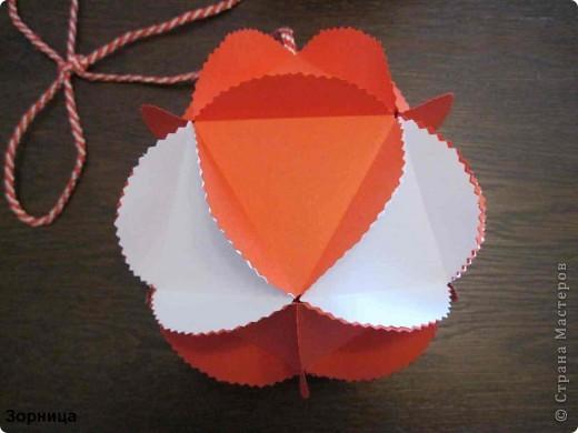 Я сделала шарики-мартеници. Бумажный шар я смотрела в блоге мамаСаша из страна Мастеров. Спасибо за идею.  фото 3
