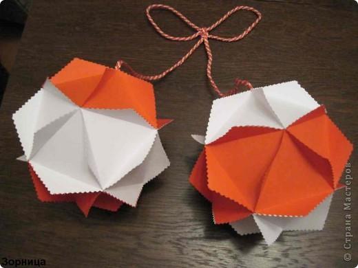 Я сделала шарики-мартеници. Бумажный шар я смотрела в блоге мамаСаша из страна Мастеров. Спасибо за идею.  фото 4