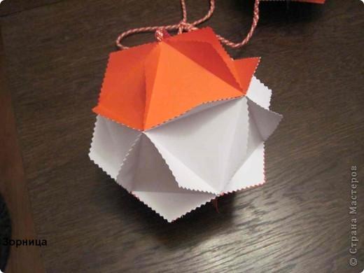 Я сделала шарики-мартеници. Бумажный шар я смотрела в блоге мамаСаша из страна Мастеров. Спасибо за идею.  фото 5
