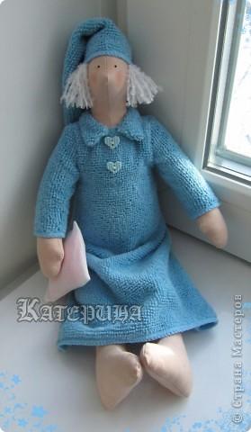 Ангел наших снов. Тильда, кукла примитив. Ростом вышел 34 см. Материал: ткань х/б, синтепон, пуговицы, волосы - нитки букле. В данном случае окрашен бледно-розовый тик. Плотная, удобная для шитья ткань.  фото 3