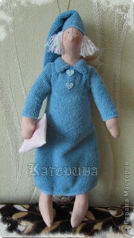 Ангел наших снов. Тильда, кукла примитив. Ростом вышел 34 см. Материал: ткань х/б, синтепон, пуговицы, волосы - нитки букле. В данном случае окрашен бледно-розовый тик. Плотная, удобная для шитья ткань.  фото 2