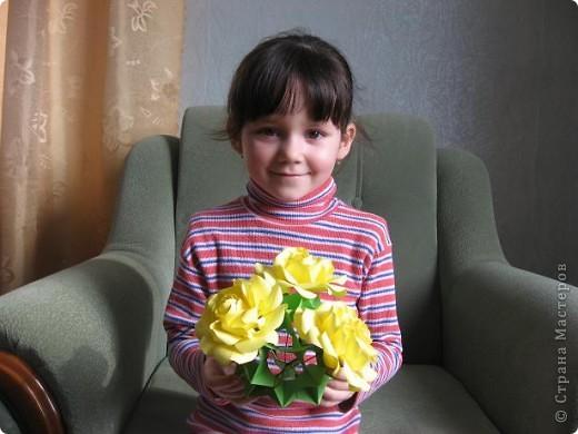 Хочу Вам представить новый сорт роз Глория,запах исключительный! Это Вам подтвердит моя внучка Виктория. фото 1