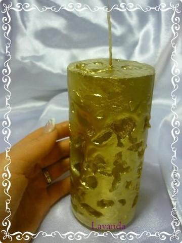 Свеча изготовлена из обычных шестирублевых свечек, путем их расплавливания и заливания вместе с колотым льдом в пустую банку из под пива.  фото 2