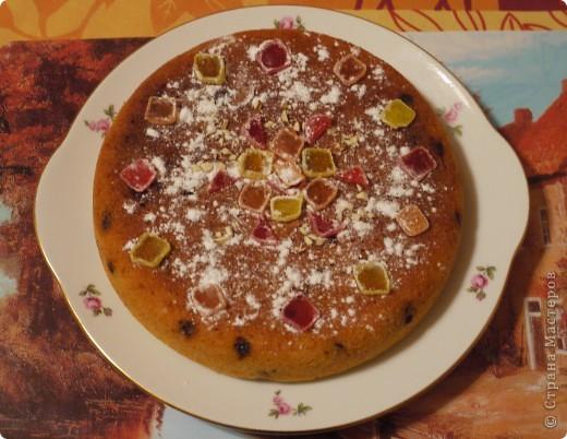 Торт - бисквитный, крем - сметанный, украшен конфетами, какие оказались дома.. фото 3