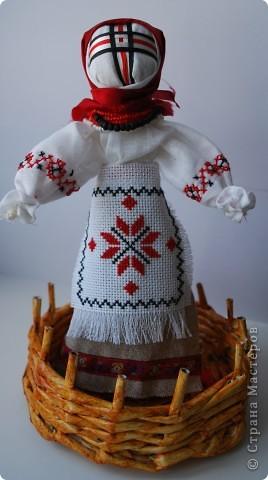 Первые попытки куклы-мотанки и плетения из газет ))