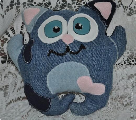 Котик из старых джинсов фото 2
