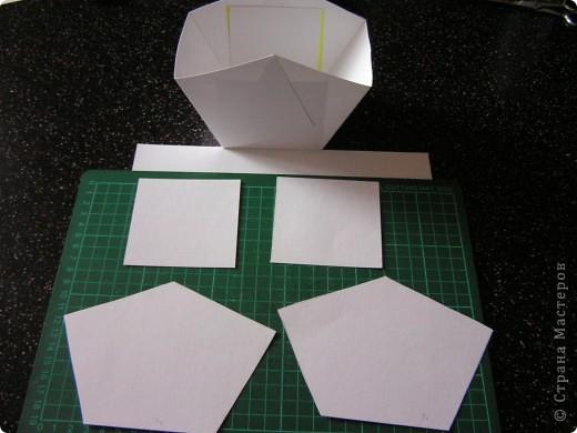 Берём квадрат необходимого размера и делим его на 9 квадратов. Разрезаем по жёлтым линиям.  фото 3