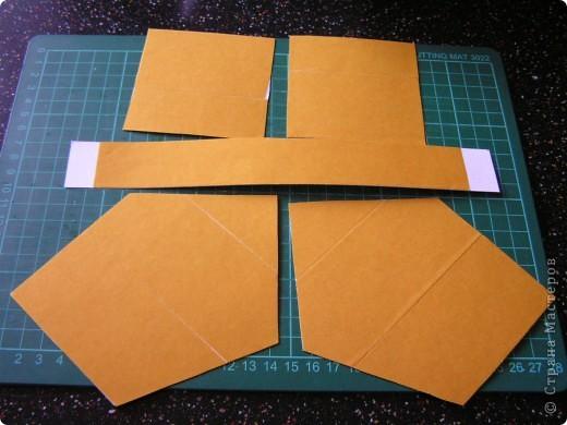 Берём квадрат необходимого размера и делим его на 9 квадратов. Разрезаем по жёлтым линиям.  фото 4