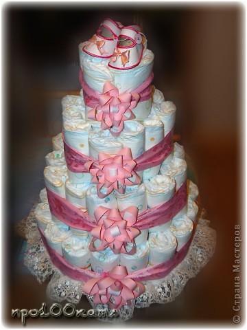 Вот такой тортик из памперсов сделала я на рождение внучатой племянницы.Делала как всегда ночью;думала,будет легче.Провозилась часов пять! фото 2