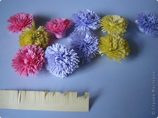 Такие цветочки сделали с дочкой для украшения дома к 8 марта.  фото 13