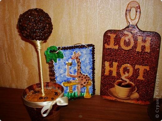 Кофейное дерево с декупажем на горшочке, Картина обьемная из соленого теста, доска разделачная и тарелка тоже декупаж. фото 2