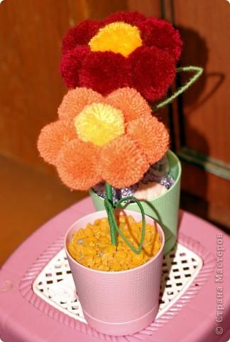 Цветы из помпонов фото 2
