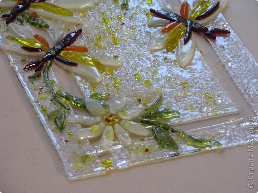 Фьюзинг - технология спекания стекла – термическое соединение нескольких стеклянных элементов в одно целое. При нагреве до определенной температуры стекло размягчается, и детали изделия спекаются между собой.... панно(это полу-фьюзинг) фото 5