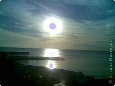 """Очень люблю фотографировать солнышко-свет дающий радость!!! Я так и называю сою подборку- Моя галерея солнца. Однажды мы с подругой сидели и ждали закат солнца на море, ужасно замерзли, был не очень теплый сентябрьский вечер, но зато как мы были вознаграждены. Когда я увидела это фото, я прыгала и кричала: """"Лариса, смотри это же солнечная девочка!"""" фото 2"""