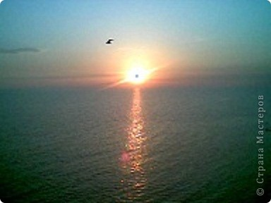 """Очень люблю фотографировать солнышко-свет дающий радость!!! Я так и называю сою подборку- Моя галерея солнца. Однажды мы с подругой сидели и ждали закат солнца на море, ужасно замерзли, был не очень теплый сентябрьский вечер, но зато как мы были вознаграждены. Когда я увидела это фото, я прыгала и кричала: """"Лариса, смотри это же солнечная девочка!"""" фото 4"""