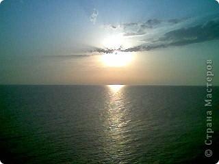 """Очень люблю фотографировать солнышко-свет дающий радость!!! Я так и называю сою подборку- Моя галерея солнца. Однажды мы с подругой сидели и ждали закат солнца на море, ужасно замерзли, был не очень теплый сентябрьский вечер, но зато как мы были вознаграждены. Когда я увидела это фото, я прыгала и кричала: """"Лариса, смотри это же солнечная девочка!"""" фото 5"""