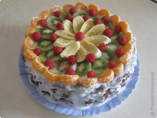 В этот раз я украсила его фруктами(малинка из морозилки) фото 1