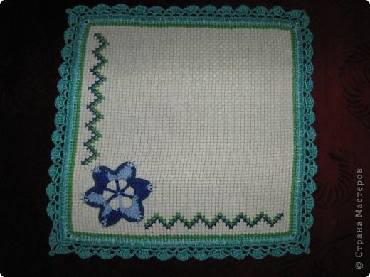 Салфетки из канвы с вышивкой фото 2