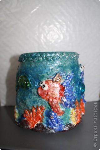Баночка для хранения всяческих всячин:))) Вся в золотых рыбках и не только ... Такая дружная компашка.