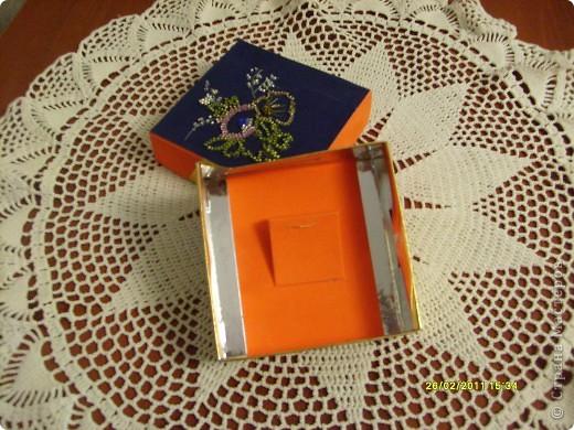 Очень нравятся разные коробочки и выкидывать их бывает жалко. Придумала сделать из одной - коробочку для украшений и подарок к 8 марта одновременно. Продлить жизнь, так сказать. И вот что у меня получилось (идея внешнего оформления пришла ко мне со странички http://stranamasterov.ru/user/26978):  фото 4