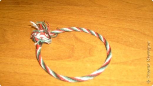Вот такую фенечку я сделала с помощью вот этой схемы плетения- http://fene4ki.ru/how-to-kumihimo.html фото 1