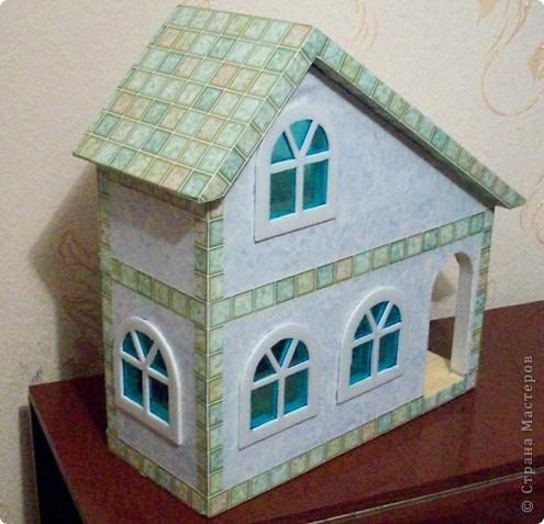 Вот еще такой маленький домик удалось смастерить в детский садик. Основной материал - это пенополистирол. фото 1