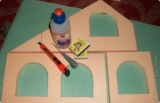 Вот еще такой маленький домик удалось смастерить в детский садик. Основной материал - это пенополистирол. фото 4