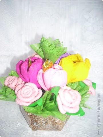 Подарок для учительницы. Бумажные розочки и крокусы с конфетами .