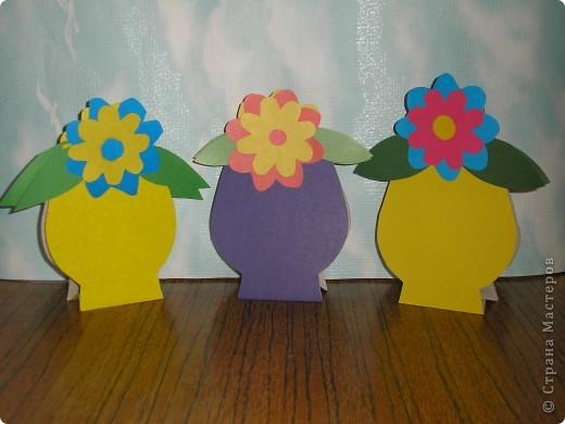 Не заметно подкрался мамин праздник.  Ещё в прошлом году увидела эти замечательные горшочки с цветами http://stranamasterov.ru/node/53295 . И вот мои первоклашки вырастили целую клумбу. Приглашаю полюбоваться. фото 1