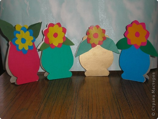 Не заметно подкрался мамин праздник.  Ещё в прошлом году увидела эти замечательные горшочки с цветами http://stranamasterov.ru/node/53295 . И вот мои первоклашки вырастили целую клумбу. Приглашаю полюбоваться. фото 2