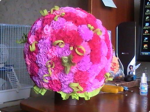 Решила попробовать сделать цветочный шар. Вот что получилось. Правда очень долго не получались цветочки. МК - http://stranamasterov.ru/node/90083?page=2#comment-1244436