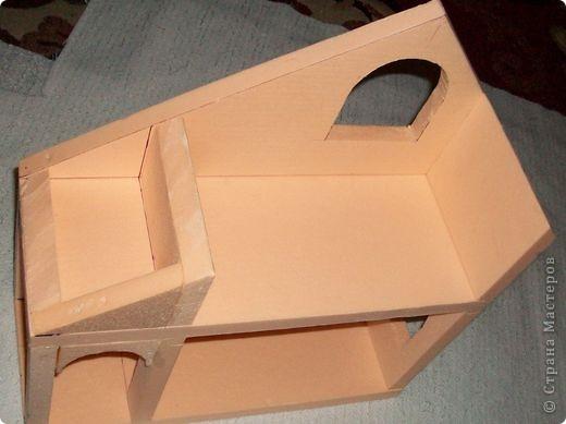 Вот еще такой маленький домик удалось смастерить в детский садик. Основной материал - это пенополистирол. фото 13