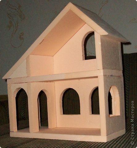Вот еще такой маленький домик удалось смастерить в детский садик. Основной материал - это пенополистирол. фото 16