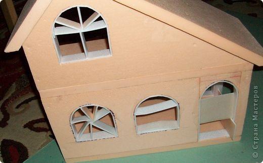 Вот еще такой маленький домик удалось смастерить в детский садик. Основной материал - это пенополистирол. фото 19