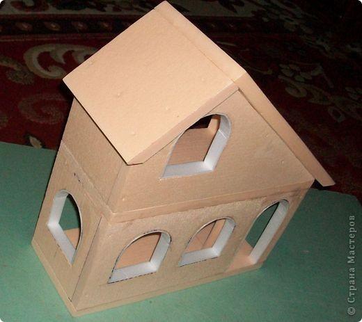 Вот еще такой маленький домик удалось смастерить в детский садик. Основной материал - это пенополистирол. фото 20