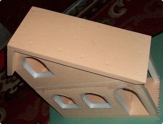 Вот еще такой маленький домик удалось смастерить в детский садик. Основной материал - это пенополистирол. фото 21