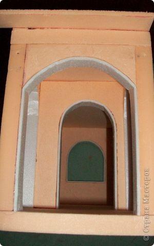 Вот еще такой маленький домик удалось смастерить в детский садик. Основной материал - это пенополистирол. фото 22