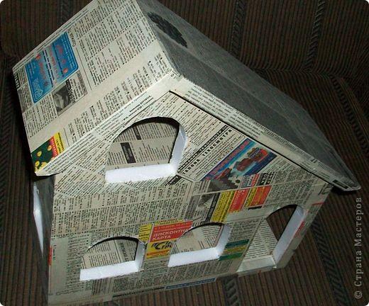 Вот еще такой маленький домик удалось смастерить в детский садик. Основной материал - это пенополистирол. фото 23
