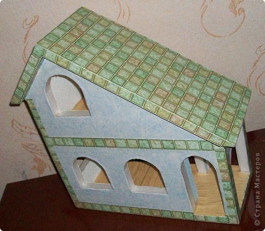 Вот еще такой маленький домик удалось смастерить в детский садик. Основной материал - это пенополистирол. фото 26