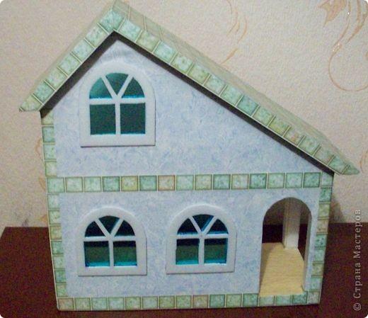 Вот еще такой маленький домик удалось смастерить в детский садик. Основной материал - это пенополистирол. фото 31