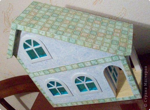Вот еще такой маленький домик удалось смастерить в детский садик. Основной материал - это пенополистирол. фото 32