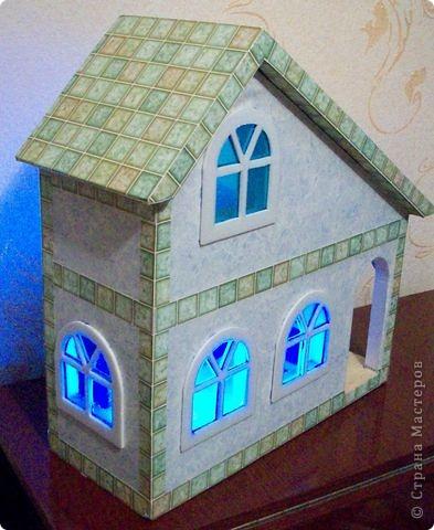 Вот еще такой маленький домик удалось смастерить в детский садик. Основной материал - это пенополистирол. фото 34