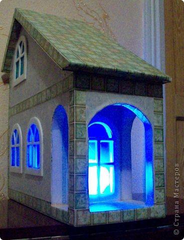 Вот еще такой маленький домик удалось смастерить в детский садик. Основной материал - это пенополистирол. фото 35