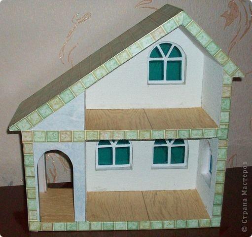 Вот еще такой маленький домик удалось смастерить в детский садик. Основной материал - это пенополистирол. фото 36