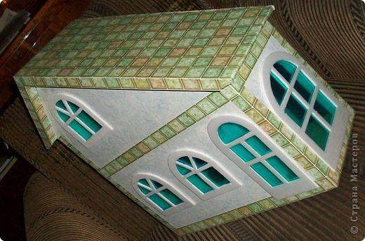 Вот еще такой маленький домик удалось смастерить в детский садик. Основной материал - это пенополистирол. фото 43