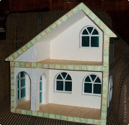 Вот еще такой маленький домик удалось смастерить в детский садик. Основной материал - это пенополистирол. фото 45