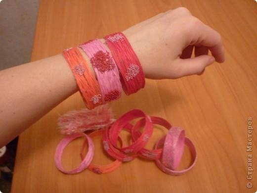 Такие браслетики сын подарил одноклассницам на 8 марта. фото 3