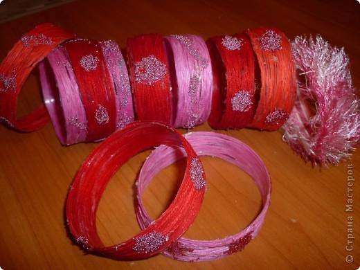Такие браслетики сын подарил одноклассницам на 8 марта.