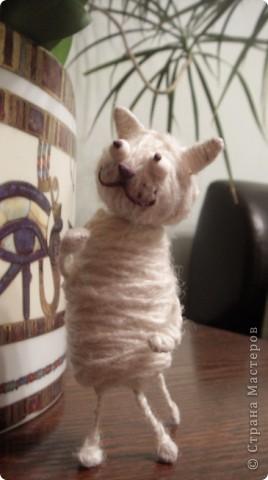 Поговорим по душам с моим временным жильцом.  Сегодня у нас  появился на свет такой маленький позитивчик. Идею увидела вчера и т.к. шить я не умею, решила, что такое вполне осилю.  Эта первая работа, которую выкладываю сразу же, мы уже насмеялись, приглашаем и Вас улыбнуться. Буду разговаривать за кота. фото 12
