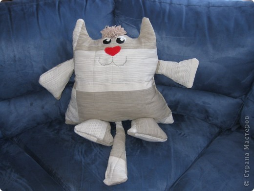 котик-подушка-повторюшка для любимого в подарок